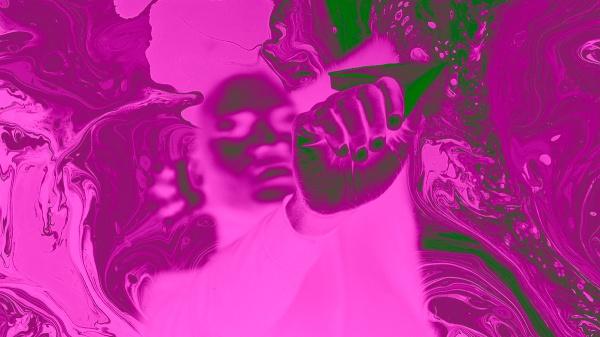 flotando en fluido rosa